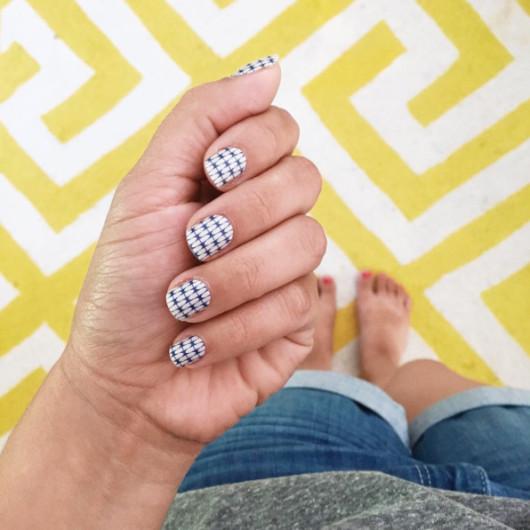 Geometric modern manicure